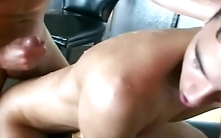 WHO KNOW THE TOP GUY WITH FANTASTIC CUMSHOT?VERY POWERFUL CUMSHOT