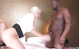 Cheating housewife DP fucked in threeway