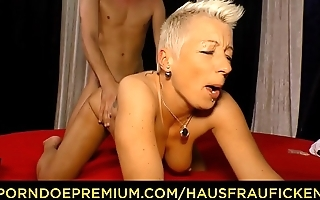 HAUSFRAU FICKEN - German lady in her 40s is banged by younger guy before blowing him