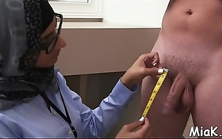 Check out the arab style of oral stimulation performed inside shower room