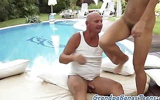 Amateur eurobabe dickriding oldman outdoors