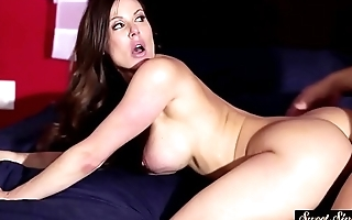 Glamorous MILF jizzed on ass in cowgirl pose