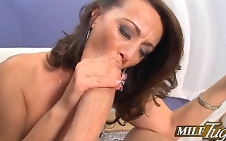 Milf Sucking  juicy Cock (MUST Watch)